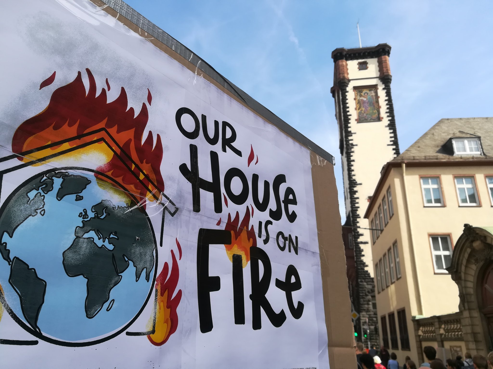 Our House is on Fire! // Global Climate Strike. Bild: copy Alex Schnapper // Zeichnung Nadine Roßa